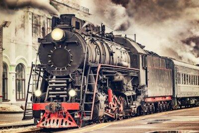 Obraz Retro parní vlak odjíždí ze stanice.