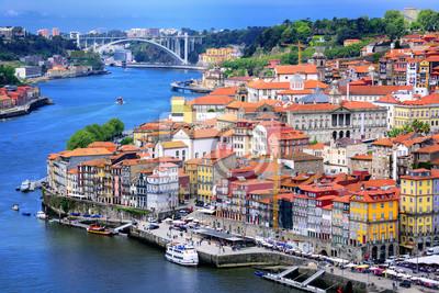 Ribeira, staré město Porto a řeka Douro, Portugalsko
