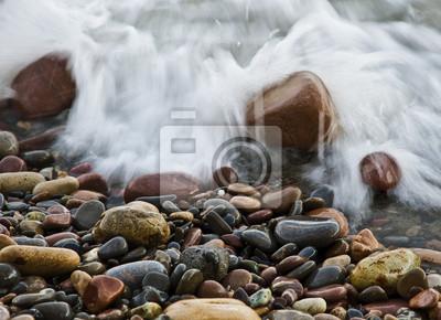 Obraz Rocas en la playa mojandose por un ola