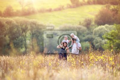 Obraz Rodina si užívat života spolu venku