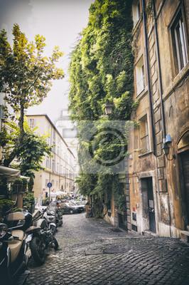 romantické ulici ve staré části Říma ve vrcholném stylu, Itálie