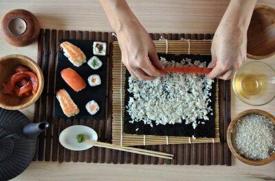 Obraz Ruce vaření sushi