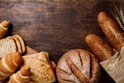 Obraz Různé chleba na rustikální tmavém pozadí