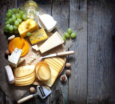 Obraz Různé druhy sýrů s prázdným prostorem na pozadí konceptu