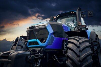 Obraz Silný traktor proti bouřlivé obloze