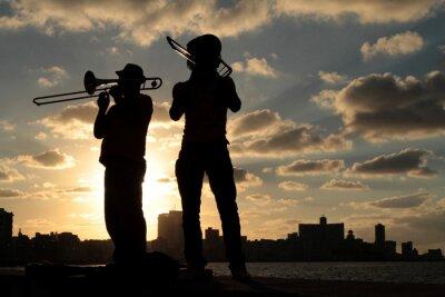 Obraz Siluety de Musiciens devant la ville de La Havane