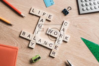 Obraz Slova práce a soukromého života a rodina na stole shromažďovány s dřevěných kostek