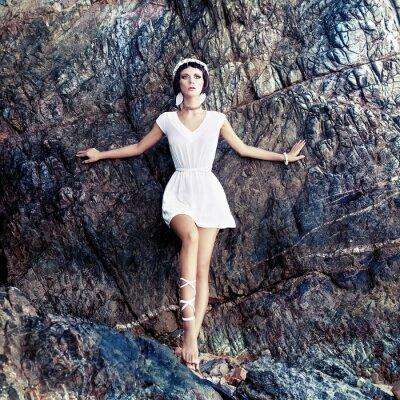 Obraz smyslná dívka na skalách
