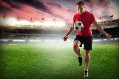 Obraz Soccer. Profesionální fotbalista kope míč