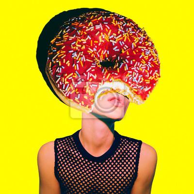 Současné umění minimální koláž. Donut Girl. Minimální projekt Funny Fast food