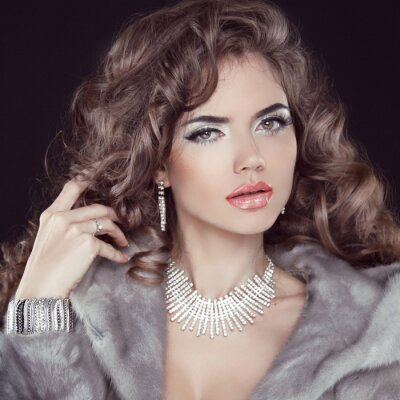 Obraz Šperky a módní elegantní dáma. Krásná žena na sobě v Lux