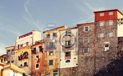 Staré budovy v portugalském Portu.