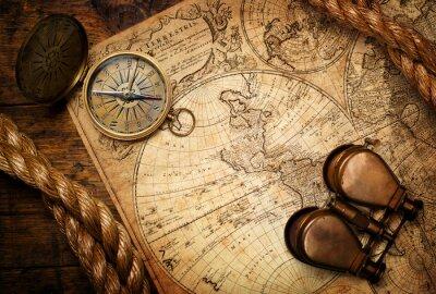Obraz staré kompas, dalekohled a lano na vintage mapě
