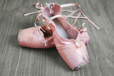 Obraz staré růžové baletní boty