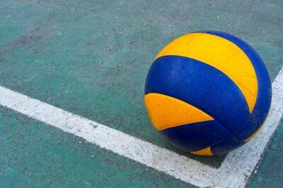 Obraz Staré volejbal na špinavé soudu