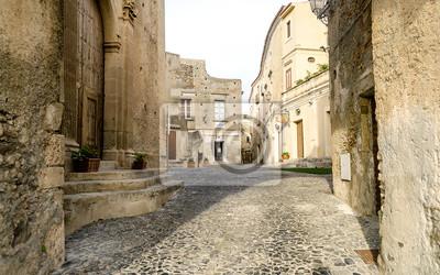 Starobylé ulice ve starém městě jižní italské vesnice