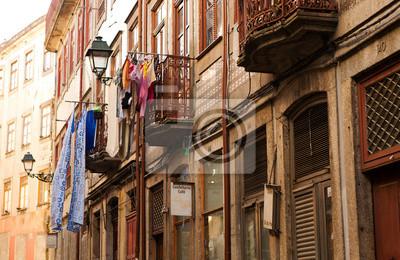 Starý balkon v portugalském Portu.