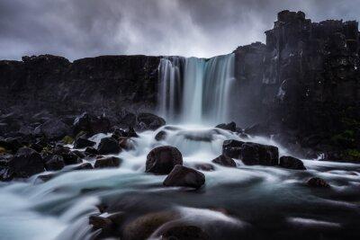 Obraz Steiniger Wasserfall v Island