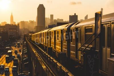 Obraz Subway Train v New Yorku při západu slunce
