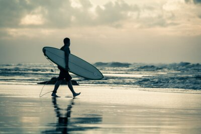 Obraz surfař silueta při západu slunce