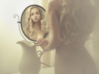 Obraz Svůdná žena v zrcadle