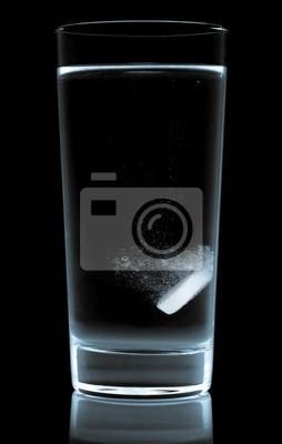 tableta vodní sklo izolovaných na bílém
