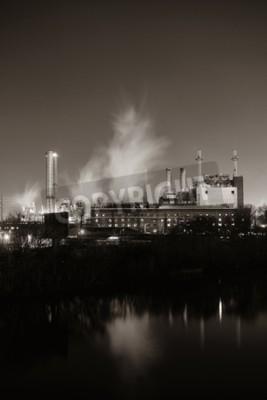 Obraz Továrna s komínem v noci ve Philadelphii.