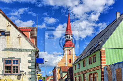 Tradiční barevné budov ve městě Parnu, Esonia