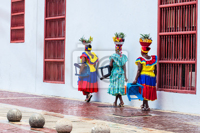 Obraz Tradiční ovocný pouliční prodejce v Cartagena de Indias s názvem Palenquera