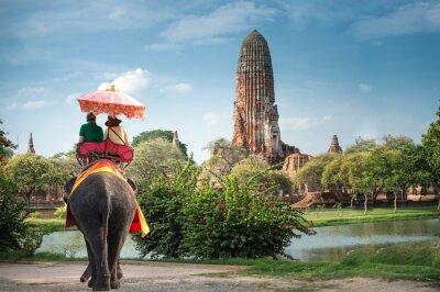 Obraz Turisté na slona ride tour starověkého města Ayutaya, thajsko