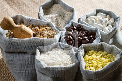 Vaření složek potravin v plátěných sáčcích