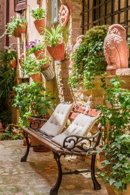 Veranda v malém městečku v Itálii v létě, Umbria