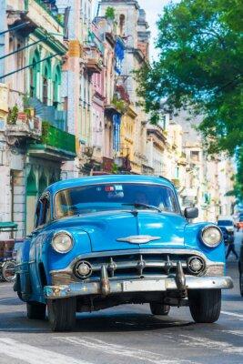 Obraz Vintage americké auto na ulici v centru Havany