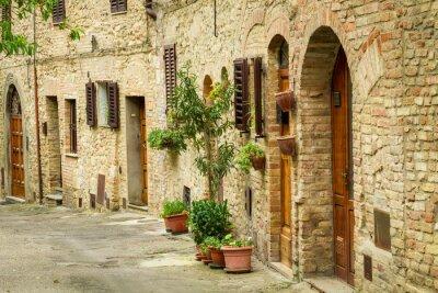 Vintage ulice zdobená květinami, Itálie