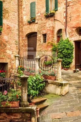 Vintage veranda na ulici v Itálii