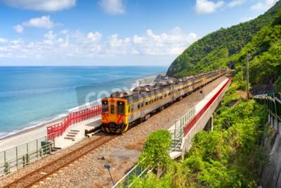 Obraz Vlak se blíží k stanici Duoliang v Taitung, Tchaj-wan
