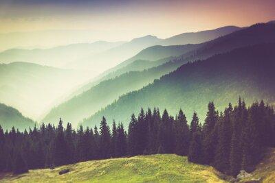 Obraz Vrstvy horských a zákalu v údolích.