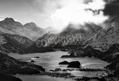 Obraz Vysoký výhled do údolí s obcemi nenávisti Engadin Sils Maria, kde žil filosof Nietzsche