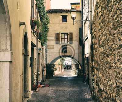 Wloska ulica w Torri del Benaco - Jezioro Garda