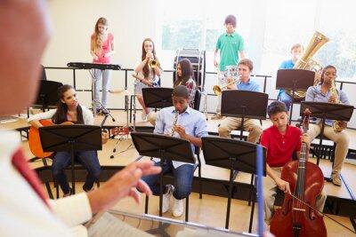 Obraz Žáci hra na hudební nástroje ve školním orchestru