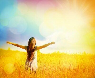 Obraz Zdarma šťastná žena se těší příroda. Krása Girl Outdoor.