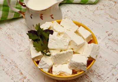 Obraz zdravé jídlo. tvaroh a mléko na bílém dřevěném podkladu