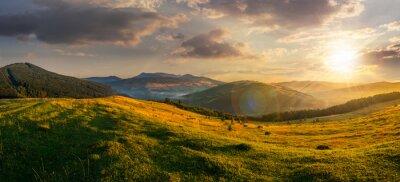 Obraz Zemědělská pole v horách při západu slunce
