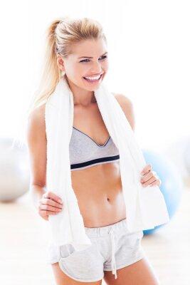 Obraz Žena s ručníkem v tělocvičně