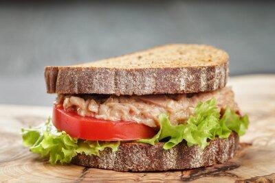 Obraz žitný chléb sendvič s tuňákem a zeleninou