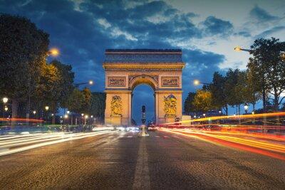 Plakát Arc de Triomphe. Obrázek kultovní Arc de Triomphe v městě Paříži během soumraku modré hodinu.