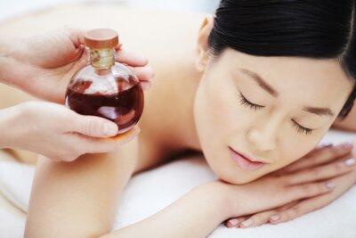 Plakát Aromatický olej na masáž