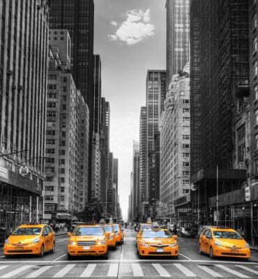 Plakát Avenue avec des taxíky v New Yorku.