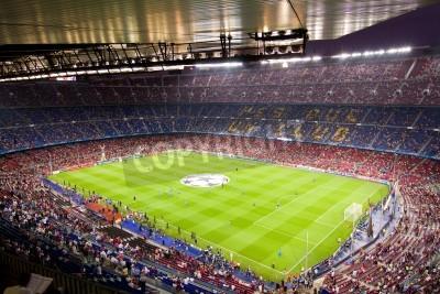 Plakát BARCELONA - září 13: Dav lidí v Camp Nou stadionu před zápasem Ligy mistrů mezi FC Barcelona a AC Milán, konečné skóre 2-2, 13. září 2011 v Barceloně, Španělsko.