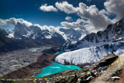 Plakát Beautiful turquoise lake high in the mountains. Nepal, Everest National Park. View from the Gokyo Peak (5,357 m).